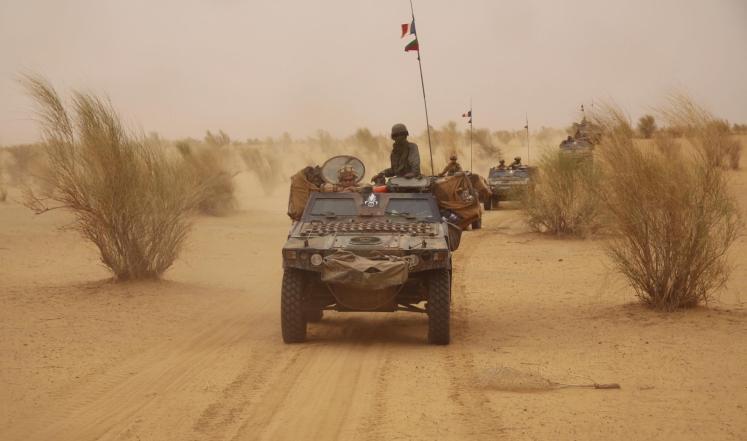 قوات فرنسية تقوم بأعمال الدورية في منطقة بشمال مالي في إطار عملية لنزع سلاح المسلحين